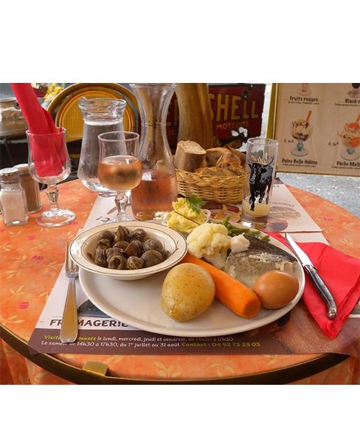 Nous aimons notre métier, la famille Puccioni attaque sa 35 ème année d'ouverture. La Provence est dans notre cœur et tous les jours nous la faisons découvrir les spécialités culinaires provençales à nos clients et aux vacanciers qui viennent visiter le Luberon. Et pour ma part c'est un vrai plaisir de voyager à travers eux et de veiller à leur pleine satisfaction. En n'oubliant pas la culture culinaire de notre belle région qui est chère à mes yeux. Bienvenue en provence !